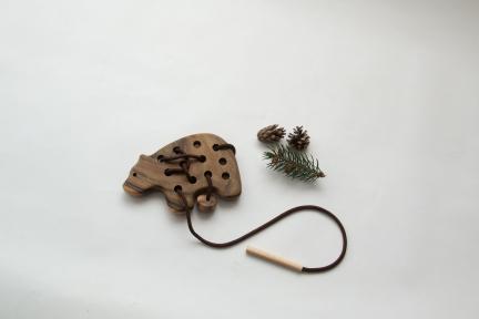 Мишка шнуровка